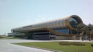 Здание музея ковра в центре Баку