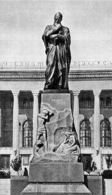 О. Эльдаров, Т. Мамедов. Памятник Физули. Бронза, гранит. Баку. 1963 г.