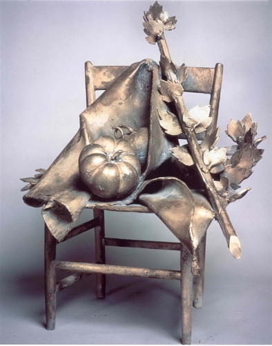 Дж. Манцу «Стул с овощами»  Бронза. 1960 г.