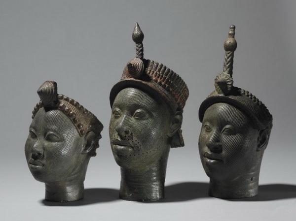 Бронзовые  коронованные головы (11-15 в.н.э.), музей г. Ифе, Нигерия.