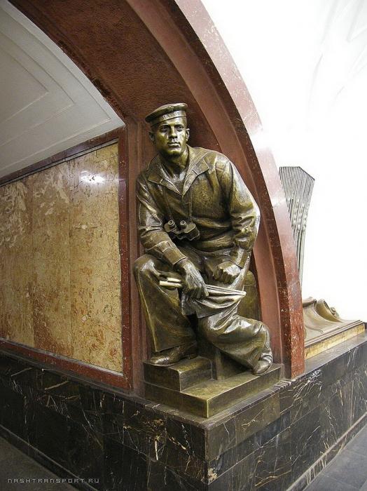 М.Г. Манизер. Скульптура матроса-сигнальщика на станции метро «Площадь Революции» в Москве.