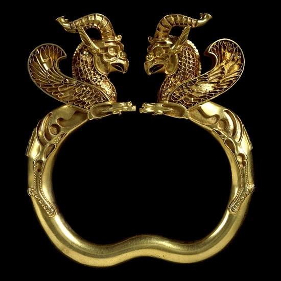 Золотой браслет с головой грифона из Амударьинского клада
