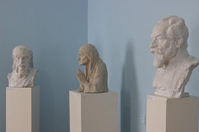 На выставке скульптур Василия Астапова