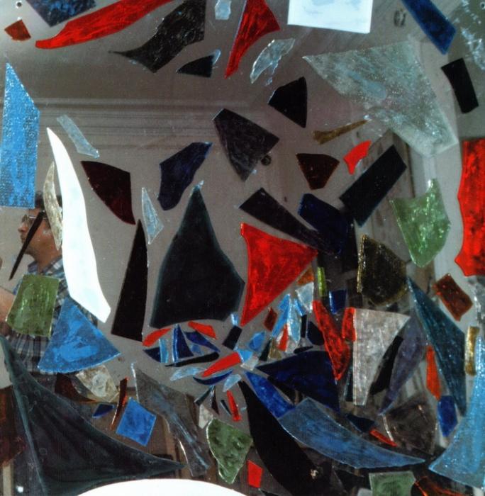 Анна Бирштейн. Композиция 2. 1996 г. 100x100 см, зеркало, стекло.