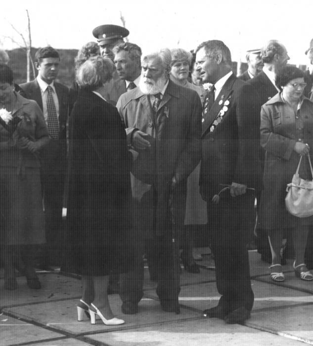 Кибальников А.П. и архитектор Менякин Ю.И. 9 мая 1970-тые годы. Саратов.