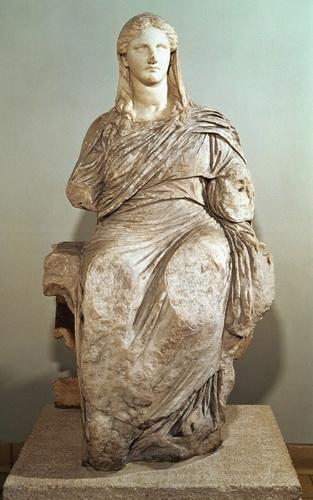 Статуя богини Деметры (около 330 г. до н. э.), найденная на острове Книд. Британский музей.