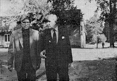 Московский художник Сергей ткачёв (слева) и директор «Академической дачи» Пётр Николаевич Козельский