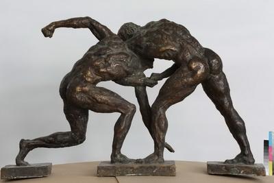 «Борцы (по рисунку с античной вазы)»  1976 г. Бронза. 68 х 110 х 30 см Приморская государственная картинная галерея
