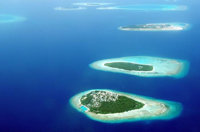 Острова Мальдивского архипелага с птичьего полёта