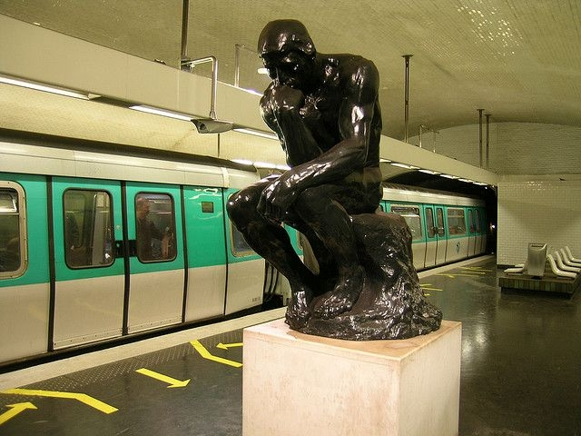 Париж. Станция метро «Варрен». Открыта 26 февраля 1911 г. (Фотография взята из открытого источника в Интернете).