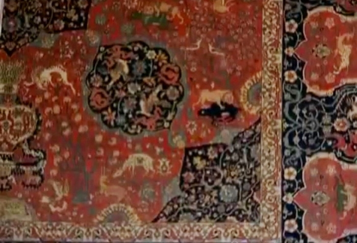 Фрагмент тебризского ковра «Овчулуг» XVII века из коллекции Государственного музея азербайджанского ковра и народно-прикладного искусства в Баку. Это самый старинный экспонат музея.
