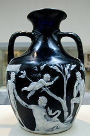 Портлендская ваза. I-II век н.э. Обратная сторона. Британский музей.