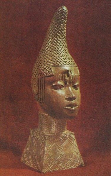 Голова королевы-матери. Бенин. 1515-1550 гг. Бронза. Лагос, Национальный музей.
