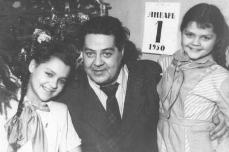 Юрий Васнецов с дочерьми