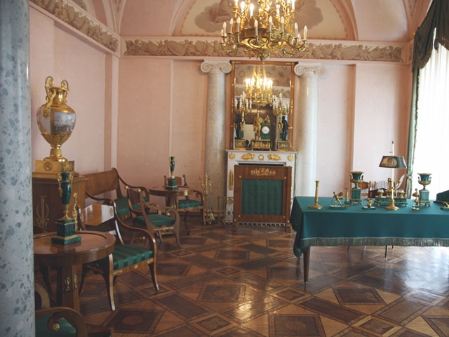Парадный кабинет Александра I в Екатерининском дворце в Царском Селе (1817 г., архитектор В. Стасов).