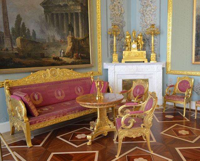 Гарнитур из кресел и стульев из спальни Аничкова дворца. По проекту К.И.Росси. 1817 г.