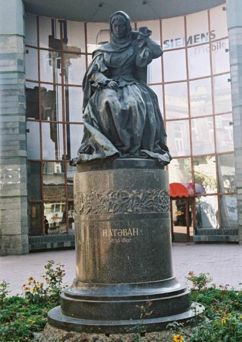 О. Эльдаров. Памятник азербайджанской поэтессе Хуршидбану  Натаван. Бронза, гранит. Баку. I960 г.