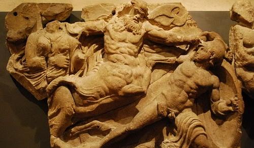 Деталь фриза храма Аполлона в Бассах