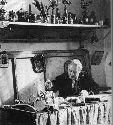 Юрий Васнецов в мастерской. 1970-е годы.