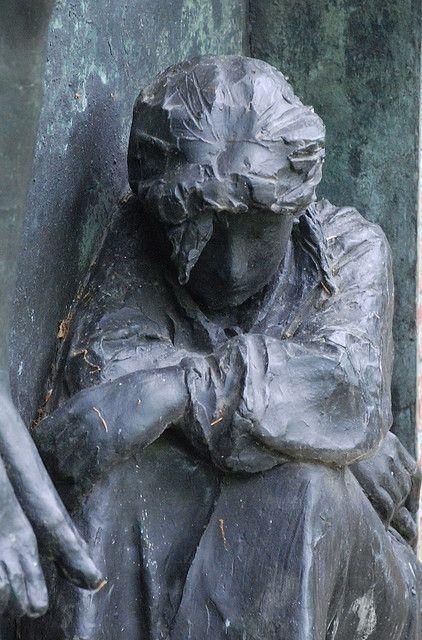 Дж. Манцу.  Фрагмент скульптуры.