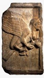 Рельефная плита с парапета «Памятника гарпий». Британский музей.
