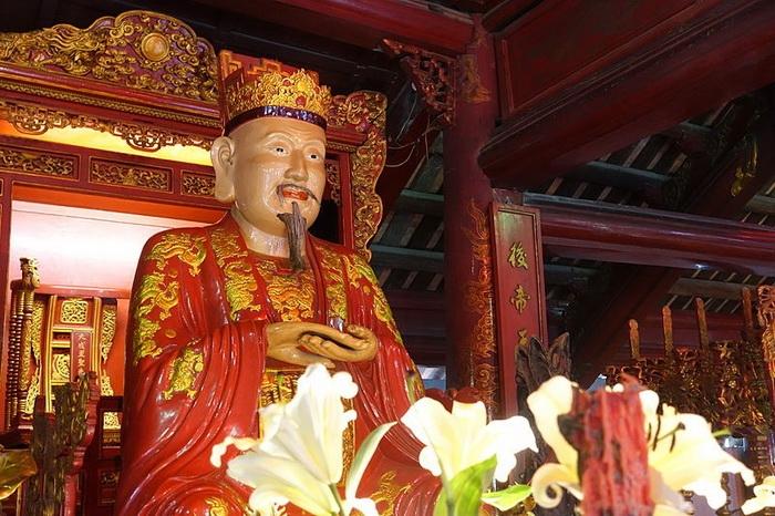 Интерьер Храма литературы в Ханое