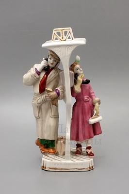«Телефонная будка» (Телефонный разговор), скульптор Малышева Н. А., Дулево, 1958 г.