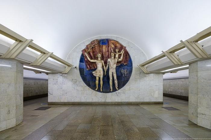 Москва. Станция метро «Полянка».